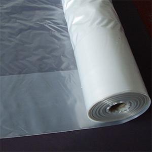Plásticos de doble cámara, otros materiales vendidos por Agrotrapiche para la mejora del cultivo.