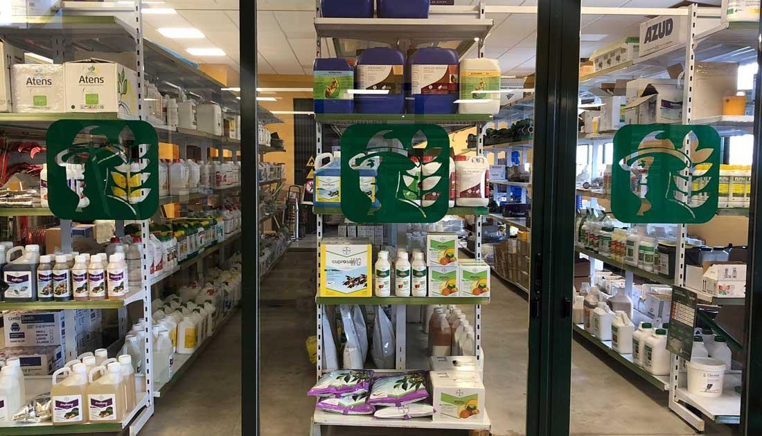 Imagen de uno de los almacenes de Agrotrapiche en Velez.